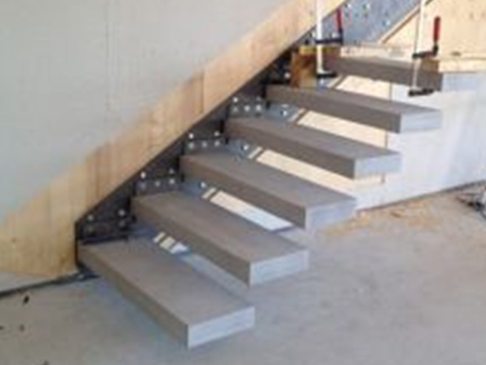 Ventajas y desventajas de instalar una escalera volada for Detalle escalera volada